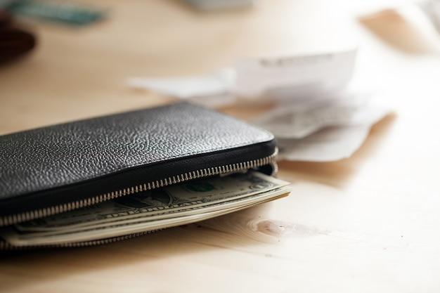 Lederen portemonnee met contant geld