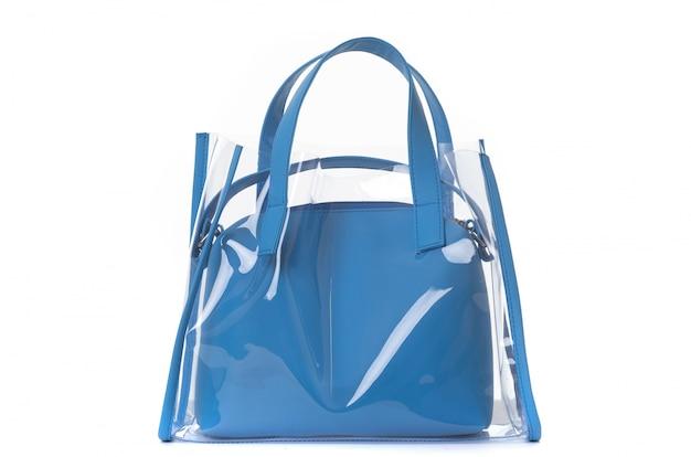 Lederen vrouwelijke blauwe tas op het handvat op een wit