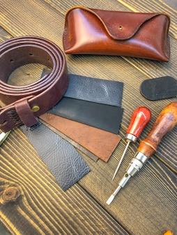Lederwaren. werkplaats voor de vervaardiging van kleding en accessoires.