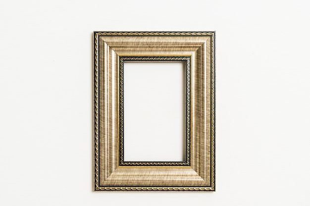 Leeg afbeeldingsframe op witte muur