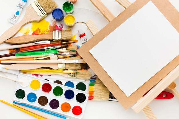 Leeg canvas en kleurenpalet