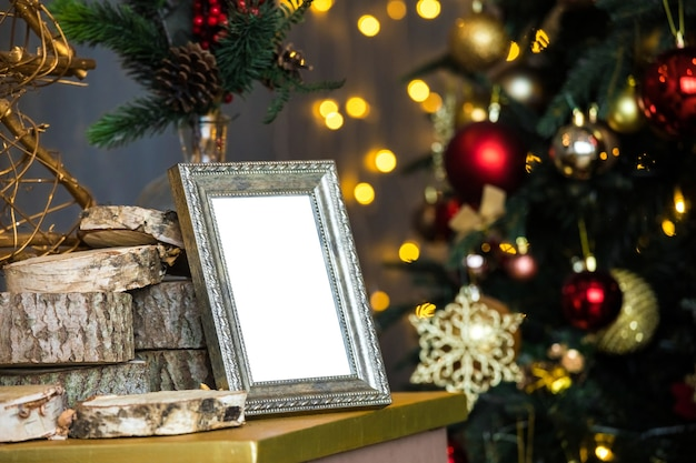 Leeg fotokader en kerstboom