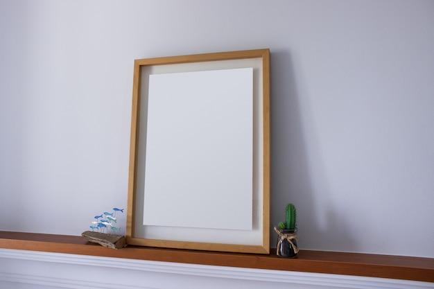Leeg frame met decoratiecactus