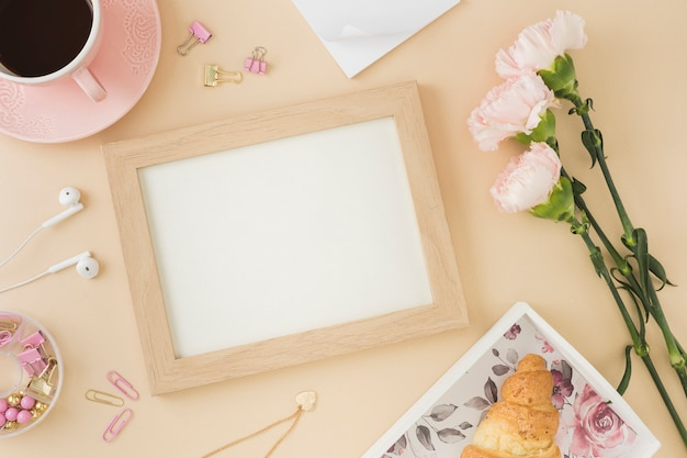Leeg frame met mooie bloemen