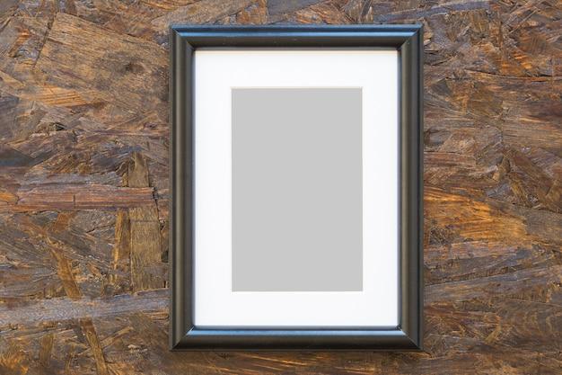 Leeg houten frame op houten geweven achtergrond