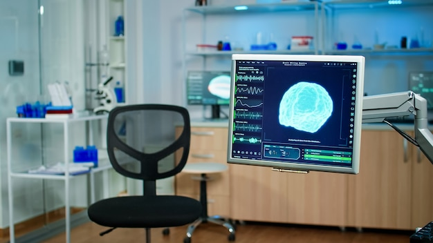 Leeg medisch laboratorium met moderne apparatuur voorbereid op ontdekking van gezondheidsinnovaties van het zenuwstelsel met behulp van hightech en microbiologische hulpmiddelen voor wetenschappelijk onderzoek in neurologisch laboratorium