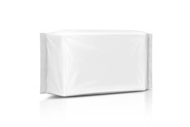 Leeg nat verpakkend document veegt zak af die op witte achtergrond wordt geïsoleerd