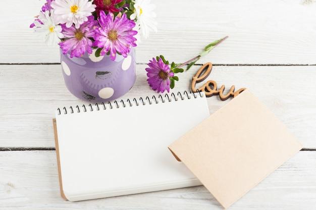 Leeg notitieboekje, bloemen