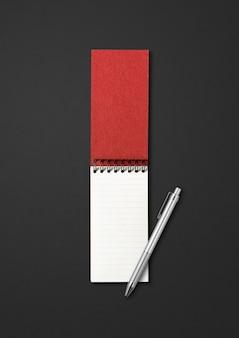 Leeg open spiraalvormig notitieboekje