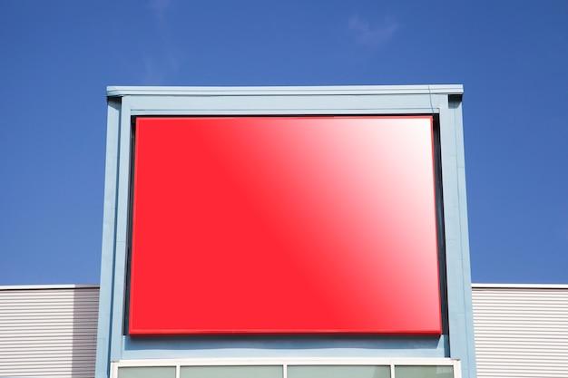 Leeg reclameaanplakbord voor openlucht reclamevot omhoog spot
