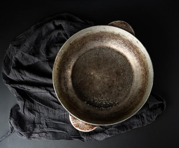 Leeg, scheef, vintage aluminium kookpan