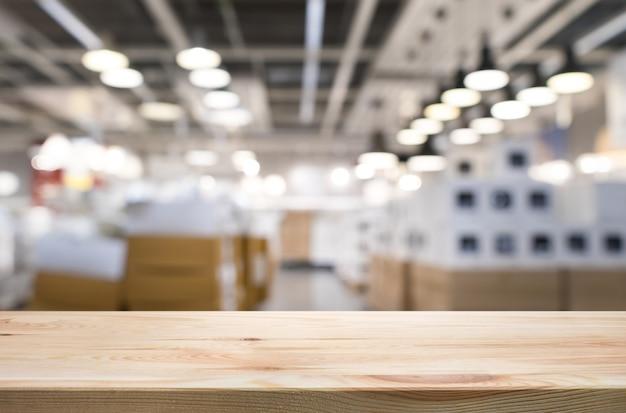 Leeg van houten tafelblad op lichte bokeh abstracte achtergrond