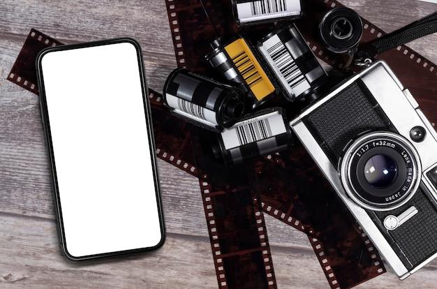 Leeg van mobiele telefoon en vintage filmcamera