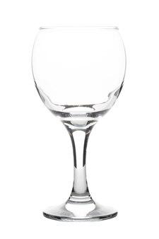 Leeg wijnglas dat op witte achtergrond wordt geïsoleerd