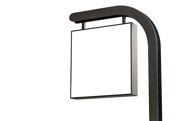 Leeg winkeluithangbord met het knippen van weg op witte achtergrond, exterieur bedrijfstekenmodel voor uw ontwerp
