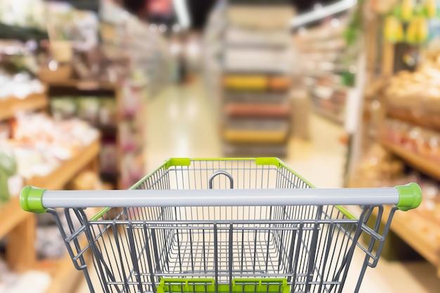 Leeg winkelwagentje met abstracte supermarkt supermarkt wazig intreepupil achtergrond met bokeh licht