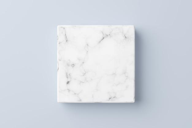Leeg wit marmeren podium op blauwe kleurenachtergrond