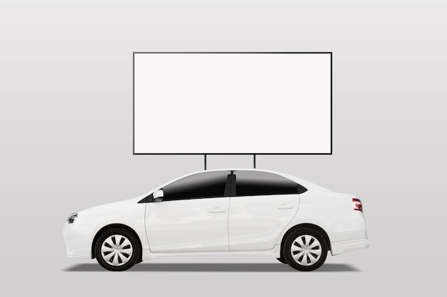 Leeg wit reclamebannerteken op autodak