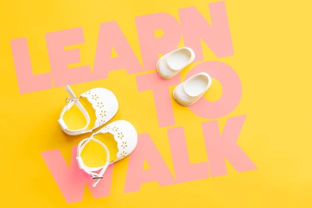 Leer lopen, eerste stappen en handslat lay-concept