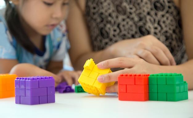Leer thuis nauw met moeder en kinderen