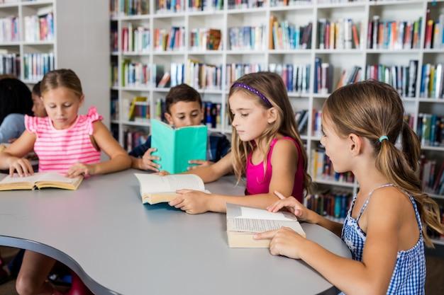 Leerlingen lezen boeken