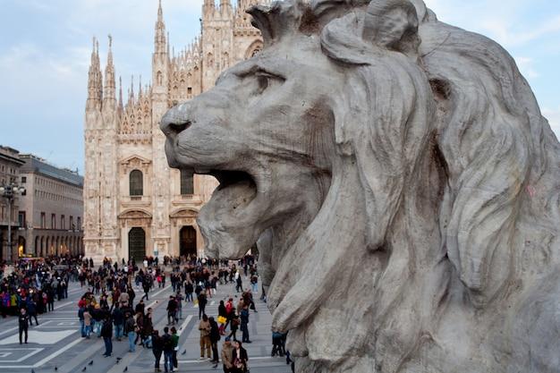 Leeuwstandbeeld, milaan