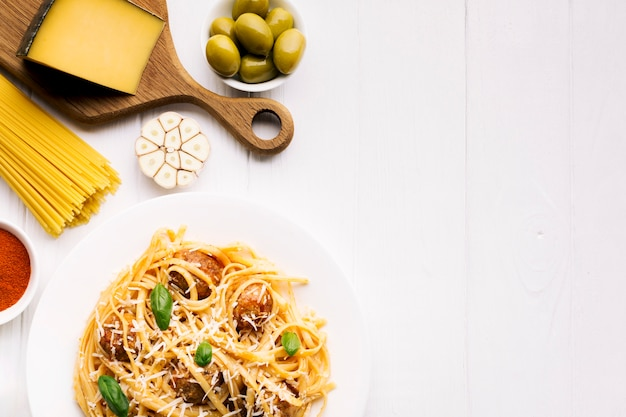 Leg vlakke italiaanse voedselsamenstelling met copyspace