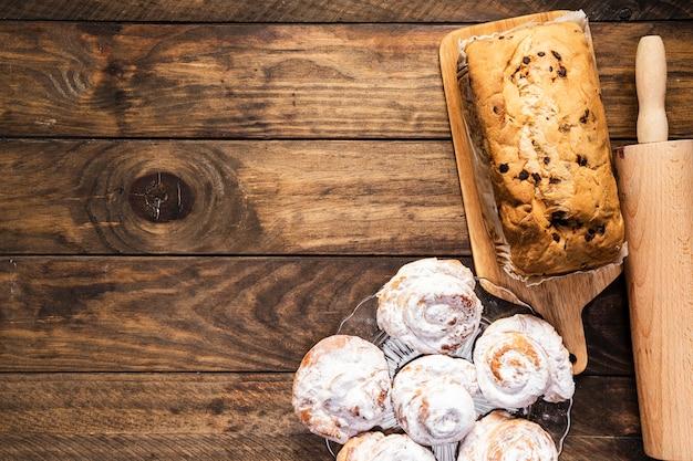 Leg voedselkader met gebakjes plat