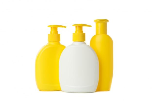 Lege badkamersflessen die op witte achtergrond worden geïsoleerd. badkamer accessoires