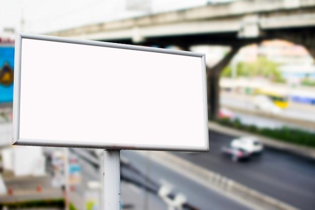 Lege billboards in warenhuis