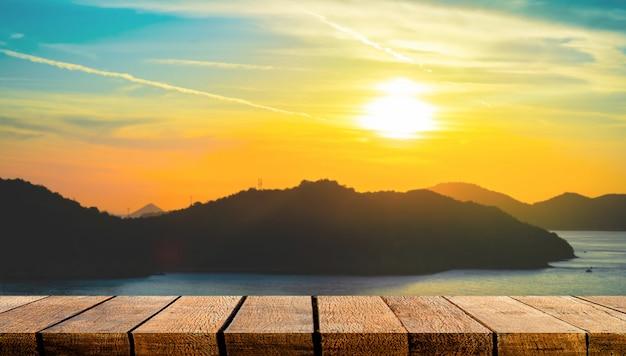 Lege display houten plank plank teller met kopie ruimte voor reizen reclame achtergrond