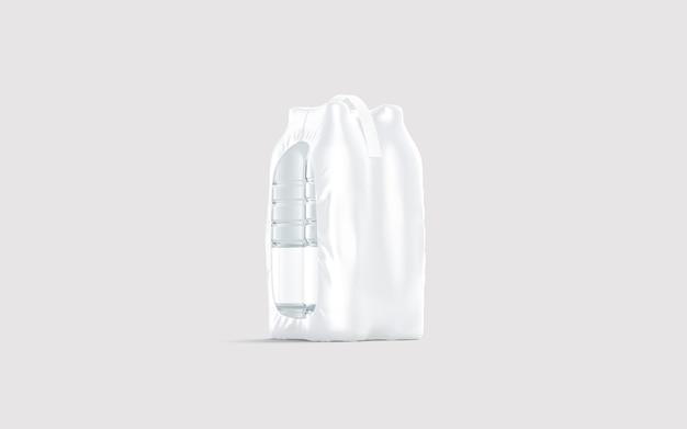 Lege doorzichtige plastic fles in verpakking met handvat op grijs