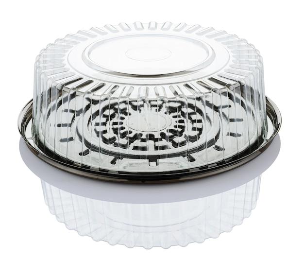 Lege doorzichtige plastic taartdoos geïsoleerd op een witte achtergrond met uitknippad
