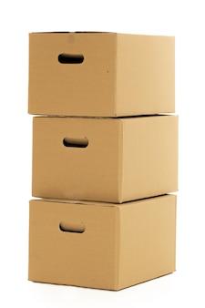 Lege en gesloten dozen op het wit