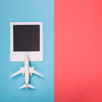 Lege foto geschoten met speelgoed vliegtuig