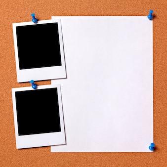 Lege foto's met papieren poster