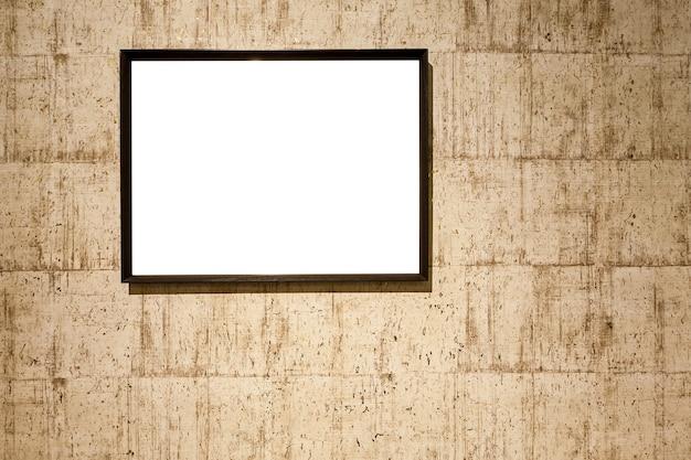 Lege fotolijsten op de muur. oude muurtextuur met leeg fotolijstje