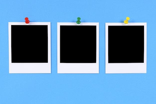 Lege fotoprints met blauwe achtergrond