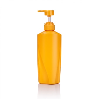 Lege gele plastic pompfles die wordt gebruikt voor shampoo of zeep.
