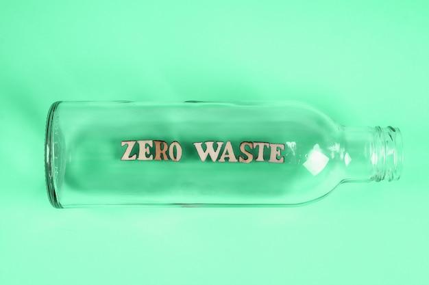 Lege glazen fles voor winkelen zonder afval