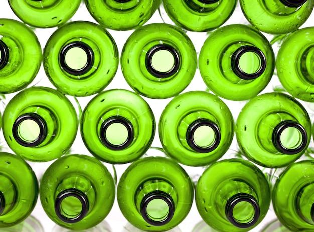 Lege groene glazen flessen