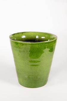 Lege groene keramische moderne pot bloempot geïsoleerd op een witte achtergrond