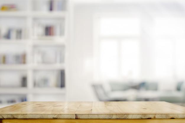 Lege houten bureaulijst op woonkamerachtergrond