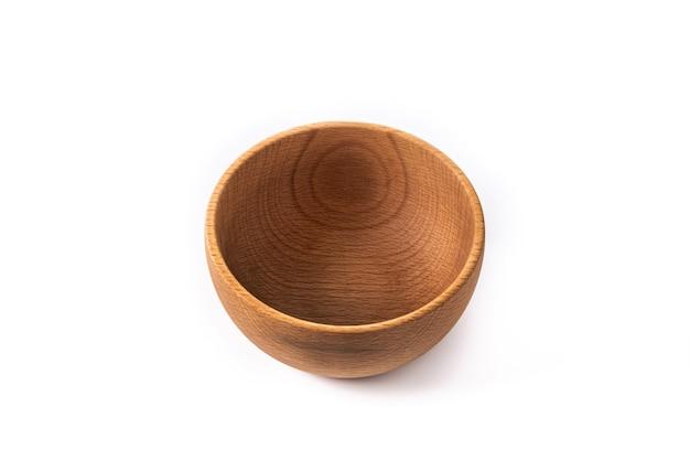 Lege houten kom geïsoleerd op witte achtergrond