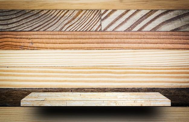 Lege houten plankeller voor productvertoning