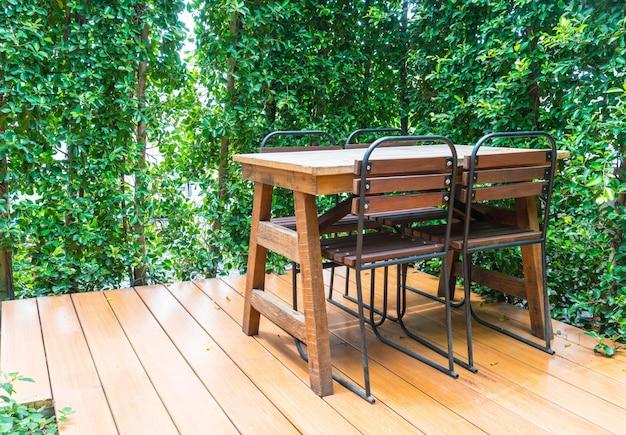 Lege houten stoel