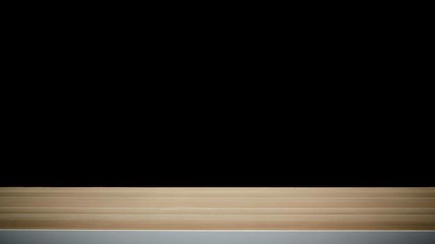 Lege houten tafel op donkere achtergrond