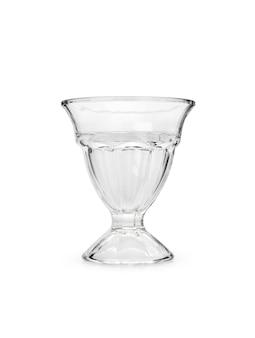 Lege ijs glazen beker op geïsoleerde witte achtergrond