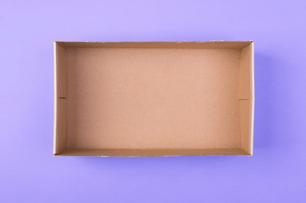Lege kartonnen papieren doos