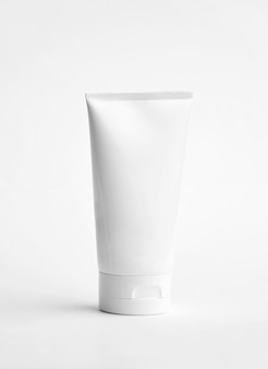 Lege kosmetische geïsoleerde buis lege witte kosmetische buis